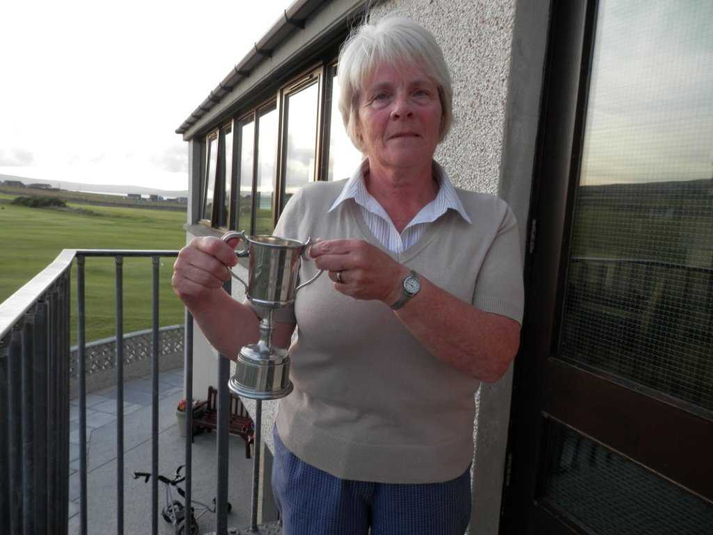 2014 Winner of the Red Cross Cup - Linda Milne