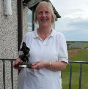 small2015-arthritis-care-trophy-winner-eleanor-macdonald